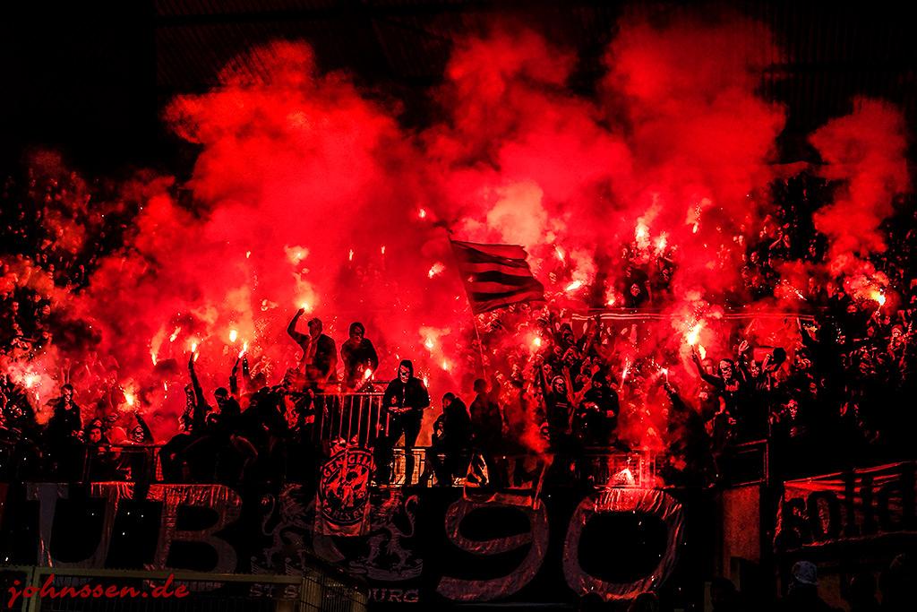 le stade en feu